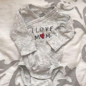 H&M I Love Mom Onsie (NEVER WORN)